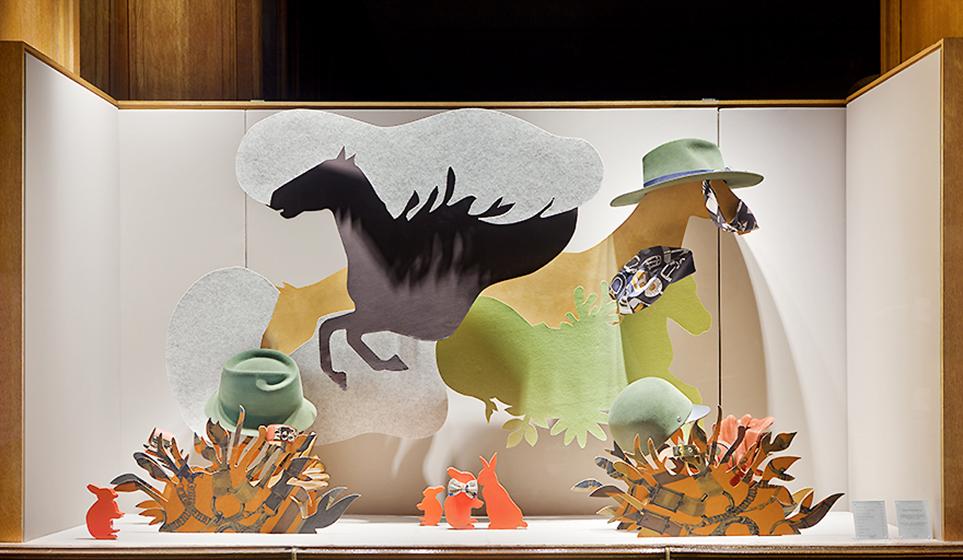 Emilie Faïf réalise les vitrines d'Automne de la Maison Hermès France sur le thème de «La Nature au galop». <br>Hermès Avenue Georges V Paris.