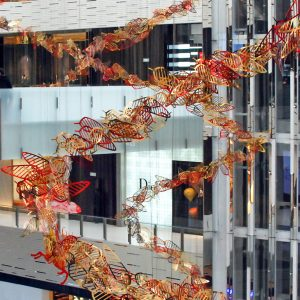 Christmas 2017 – Magical Christmas at L'AVENUE MALL – Attached from a 24m ceiling-height, three suspended installations composed of red and gold feathers take up the atrium's space, unfurling in a movement representing the Christmas wind powering through L'AVENUE.