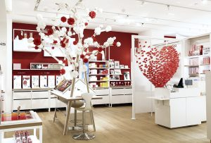 Le Printemps Beauty in Paris is refurbishing : Soline d'Aboville designed two animations in the Clarins corner where the brand installed its new Open Spa.