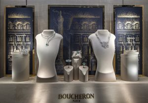 Christmas 2016 – Boucheron – place Vendôme – Window decorations, international network.Using hot stamping with gold printing on a deep blue paper, the facade of the famous Boucheron house shines through the night.
