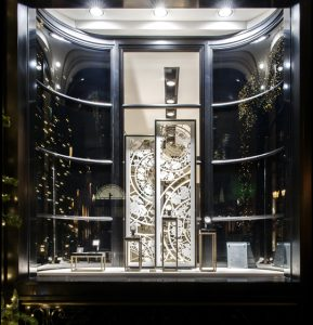 December 2014 – VACHERON CONSTANTIN –  This Christmas decor pays tribute to the expertise and the craftsmanship of Vacheron Constantin's artisans. Boutique situated 2 rue de la Paix, Paris – International network.