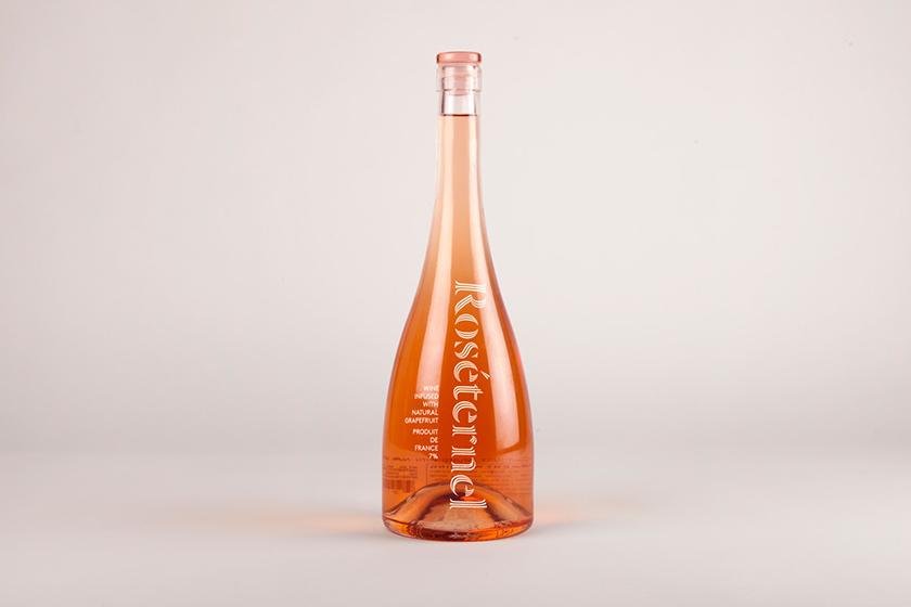 Ich&Kar donne vie à cette jeune marque en célébrant l'esprit tropézien avec un logo et un design produit qui renvoie à l'essence d'une fragrance sophistiquée et solaire.