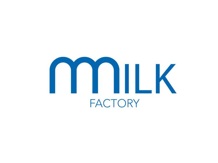 Milk Factory : un logotype mis en abîme, une typographie toute en rondeur, une malicieuse nuance entre courbes et carrés, une idée d'inter-relation entre liquide et solide.