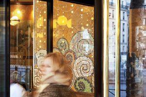 La Brasserie Wepler, située dans le XVIIIe arrondissement, est un haut lieu de le Place Clichy, rendez-vous des écrivains et des artistes. La création de trois fresques murales est confiée à Mathilde Jonquière pour l'espace de la terrasse ouverte.