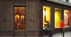 2016 – Dans la perspective de son trentième anniversaire en 2016, la maison de chocolat Chaudun fait peau neuve. <p>Les nouvelles vitrines réalisées par Soline d'Aboville sont un hommage au maître chocolatier parisien et proposent </p><p>un retour en enfance. </p>