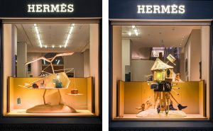 Été 2017 – Hermès – le sens de l'objet – Décor de vitrines, réseau des boutiques hermès en suisse. Soline d'Aboville habille les vitrines de la filiale suisse de la Maison Hermès pour l'été 2017. La scénographie propose une lecture ludique et décalée du thème annuel, le Sens de l'Objet.