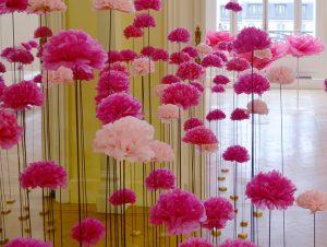 Décembre 2015 – Annick Goutal  – Rose Pompon – Lancement presse, Paris. Dans la continuité des vitrines pour le lancement de ce nouveau parfum, le design est à l'image de la nouvelle fragrance, tout en légèreté, en fleurs et en couleurs !