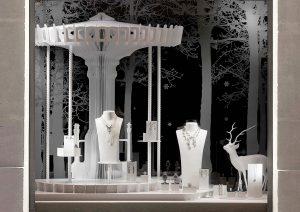 Décembre 2011 – CHANEL Joaillerie – Décor des vitrines de Noël du réseau international.