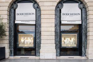 Printemps 2016 -Boucheron – Mains de lumière – Décors de vitrines du réseau international. Hommage aux artisans joailler, véritables sculpteurs qui révèlent et magnifient l'éclat de la matière.