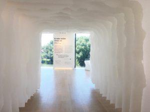 Soline d'Aboville réalise la scénographie de «Rendre visible l'invisible», l'exposition de l'oeuvre de Vhils pour Hennessy.