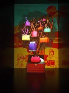 Décembre 2013 -Louis Vuitton – la généalogie des sacs de ville – boutique des champs-élysées. «Les sacs de ville Louis Vuitton : une histoire naturelle», Chine.