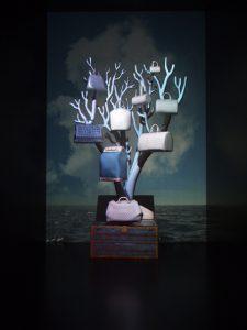 Décembre 2013 -Louis Vuitton –  la généalogie des sacs de ville – boutique des champs-élysées. Invitation au voyage à travers des collections récentes en cuir exotique, Damier azur et Monogram miroir.