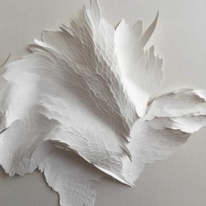 Angèle Guerre, plasticienne, 2019, «Grandes Mues» détails, dimensions 97 x 97 cm. Incisions au scalpel sur papier. Œuvres réalisées à l'Hôtel de Paris, Monaco.