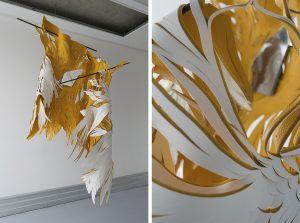 Angèle Guerre, artiste plasticienne, septembre 2021, installation cuir suspendue, Art Paris – Art Fair, Grand Palais Éphémère