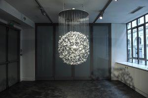 Septembre 2014 – Exposition à la Galerie La Vitrine am. Les séries « Un autre éclat », « Égarements » et « Quotidien » y sont présentées ainsi que cette nouvelle pièce intitulée « Fragmentations ». Du 05 au 25 septembre 2014.