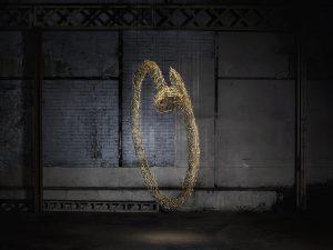 Avril 2017 – CARTIER – A l'occasion du lancement du nouveau bracelet Juste un Clou et de la collection Ecrou, Cartier sollicite Cerise Doucède pour la création de deux sculptures. Les collections sont symbolisées par une installation en apesanteur composée de milliers de clous et d'écrous.