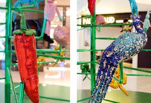 Noël 2017- «Lucky charms tree» – sculptures textiles sur structure verte chromée.