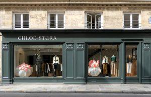 En septembre dernier, Emilie Faïf a poursuivi son exploration du souffle et a ainsi développé une série de sculptures gonflables aux dimensions généreuses à la demande de la styliste Chloé Stora pour ses vitrines de Saint Sulpice.