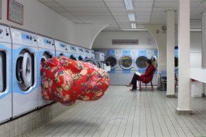 Emilie Faïf, plasticienne, novembre 2013, installation dans le cadre du Kunst aan de Schinkel organisée par la Soledad senlle Art Fondation, Amsterdam. Neuf artistes interviennent dans le quartier de Schinkel à Amsterdam et créent de nouvelles œuvres pour l'espace public.