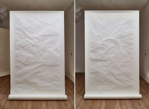 "Angèle Guerre, artist, 2019, "" Tendre Texte "", dimensions 1m35 x 2m50. Papers incised with scalpel. ""Tendre Texte"" instinctively recreates immemorial gestures. Cutting, slicing, stitching, these are also the gestures of a seamstress or a bookbinder : a precise work of writring. Drawing is approached like a craft where writing is invented."