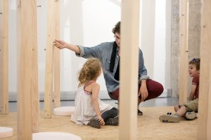 Children are invited to take part to sound effects workshops and design objects, reminders of the world of birds. © Photographe Jakob+MacFarlane, Samuel Lehuédé.