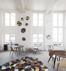 Coffee tables, tables, mirrors, rugs, wallpapers, notebooks and phone cases in limited edition.
