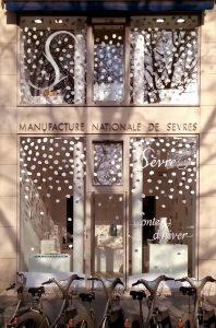Ich&Kar designed the windows of the Manufacture nationale de Sèvres' Gallery.