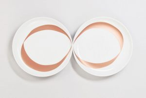 Two plates destined to stay close together for a eternal gourmet meal. The copper-ribbon makes sense once they are united.