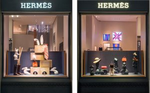 January 2018 – Hermès Swiss windows – House of games. The story unravels in multiple scenarii incorporating the collections as tools to the magic tricks.