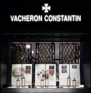 Autumn 2017 – Vacheron consTanTIn – Overseas tour – Scenery of windows of the international network.Soline d'Aboville designed the new windows for Vacheron Constantin Overseas tour 2017.