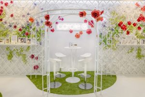 November 2018 – Carole G. For the Equip'Hotel professionnal presentation at the Parc des Expositions in Paris, Soline d'Aboville realized the scenography of Carole G's booth, surprising us by its freshness and colours.