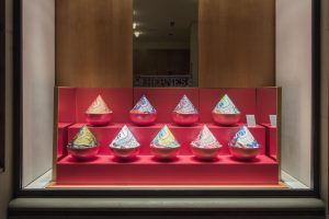 2017- To celebrate September, Soline d'Aboville create a colorful and joyful decor where collections, once again are twisted. Photos © Hermès Suisse