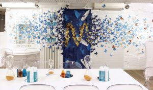 October 2018 – MOROCCANOIL. At the Atelier Blanc in Paris, the accumulation of objects reminds us a curiosity cabinet, and the whiteness of the space gives something magic to look at. For the launch of the new Moroccanoil line, Color Complete, a thousand of butterflies invade the space, bringing a touch of poetry and lightness.