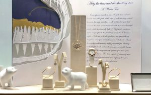 Soline d'Aboville, scenographer, December 2019, Christmas 2019 windows, Chopard. The little sculpted bear invites the passer-by to visit this marvellous universe.