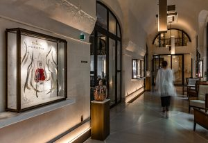 Soline d'Aboville, scenographer, June 2021, Paradis Summer 21 windows, Maison Hennessy, Hôtel Lutetia, Paris. To celebrate spring and the reopening of the restaurants, Hennessy offers visitors a display of Paradis cognac in one of the interior windows of the Lutétia hotel in Paris.