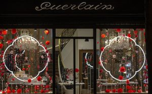 William Amor, upcycling artist, floral creation for the launching of Mon Guerlain, Bloom of Rose fragrance, March 2020. Guerlain windows of 68, Champs-Elysées store.