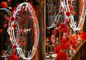 William Amor, upcycling artist, floral creation for the launching of Mon Guerlain, Bloom of Rose fragrance, March 2020. Guerlain windows of 68, Champs-Elysées store. The poetry of the installation is enhanced by a rain of rose petals with crystalline rendering and powdery tones that glisten and play with the light.