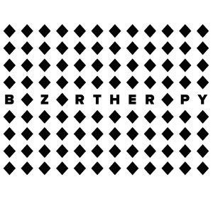 Ich&Kar dessine l'identité visuelle du Bazartherapy et crée une identité ludique : le A est remplacé par un « ♦ ». Le losange comme le signe du « cadeau» dans sa plus pure abstraction. Ich&Kar ont créé un langage en accord à la philosophie des fondateurs.