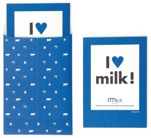 On ne retrouve pas l'agressivité du design qui « croque » l'œuvre. On découvre une harmonie qui respecte les principes du laboratoire Milk Factory. – Cartes postales.