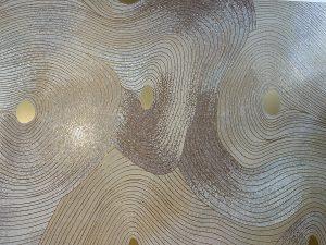 Mathilde Jonquière, artiste mosaïste, octobre 2021, fresque Empreintes 18m2 pour Maison Saint-Charles, Vinci Immobilier, Paris. Le projet de rénovation de la Maison Saint-Charles est réalisé par VINCI Immobilier qui a confié à Mathilde Jonquière la création d'une fresque monumentale en mosaïque accompagné par Tristan Auer.