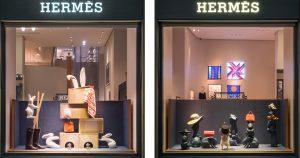 Janvier 2018 – Hermès – Maison de jeux – Décor de vitrines, réseau des boutiques Hermès en Suisse : tours de magie et lapins blancs !