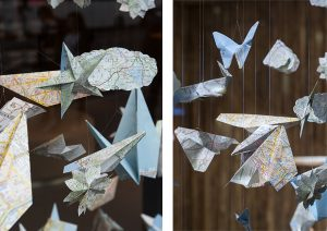 Automne 2017 –  Relais & Châteaux – Décor de vitrines de la boutique avenue de l'Opéra à Paris. Reconnaîtrez-vous le cheval et le pingouin, le pissenlit et la fusée ? ©Géraldine Brunel