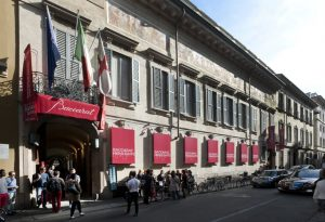 En off du Salon international du meuble de Milan, Baccarat a confié à Soline d'Aboville la mise en scène de sa nouvelle collection de luminaires, Baccarat Highlights, au Palazzo Morando.