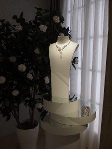 Soline d'Aboville, scénographe, 2012-2013, Exposition itinérante «Création et Expertise», Chanel. Exposition dédiée à la présentation des collections de Haute Joaillerie de la Maison Chanel.