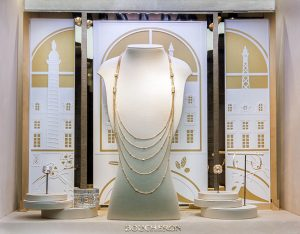 Printemps 2016 -Boucheron – Mains de lumière – Décors de vitrines du réseau international. Les «Mains de Lumière», artisans de la maison, perpétuent la tradition et le savoir-faire tout en créant les innovations techniques de la Joaillerie de demain.