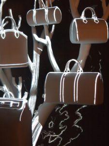 Décembre 2013 -Louis Vuitton – la généalogie des sacs de ville – boutique des champs-élysées. Illustration de l'hommage à Martin Mörck.