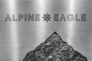 Soline d'Aboville, scénographe, octobre 2019, Alpine Eagle, vitrines Chopard, Paris. La sérigraphie de la rose des vent emmène le passant en voyage dans l'univers singulier de la montagne. © Géraldine Bruneel