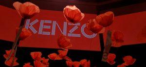 Avril 2019 – Kenzo «Pour un monde plus beau». Kenzo fait appel à William Amor pour réaliser un champ de coquelicots géants, une installation poétique de 250 fleurs au Palais Brongniart à Paris, mettant en avant les valeurs de l'upcycling.